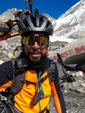 Omar Di Felice: da Kathmandu al campo base dell'Everest