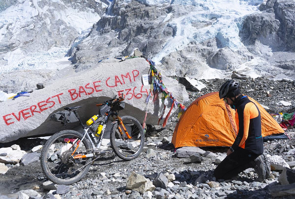 Omar Di Felice, benvenuto all'Everest Base Camp 5.364 m